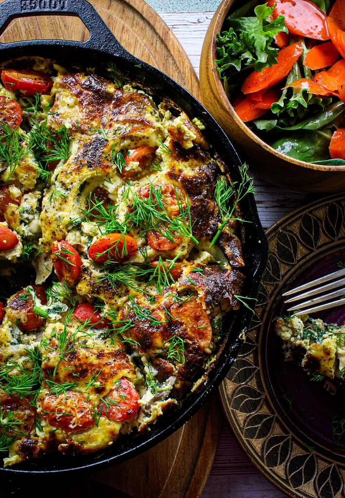 Potato frittata in a pan, with a slice on a plate.