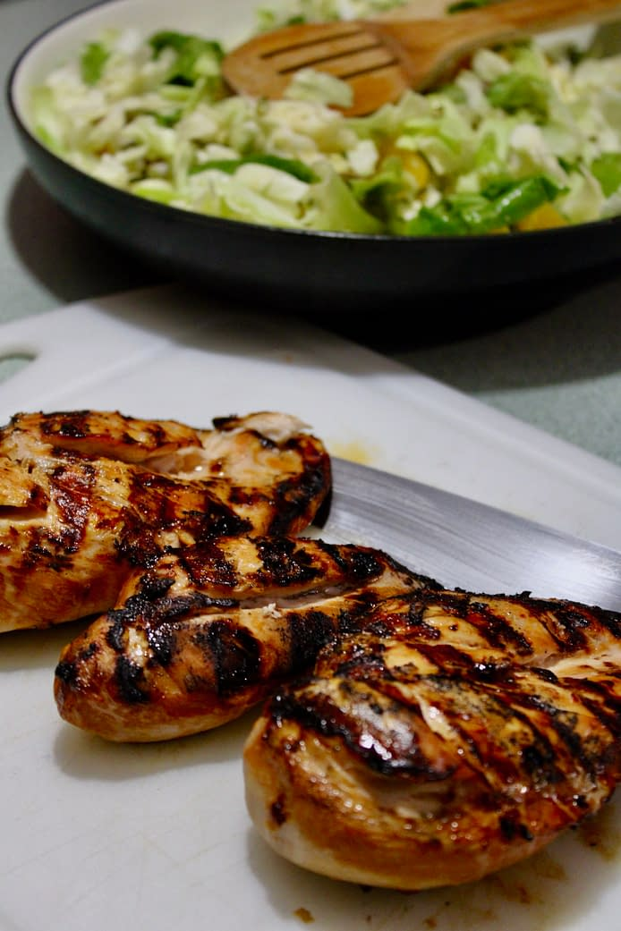 Grilled chicken for the spicy grilled chicken slices.
